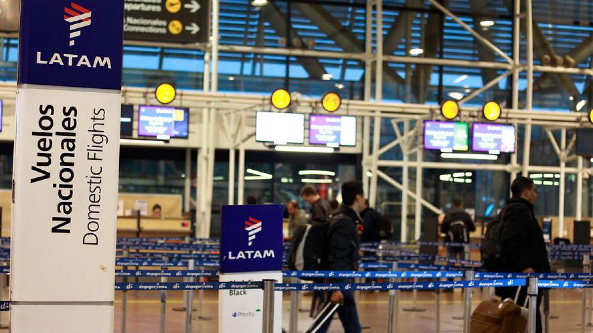 Sernac oficia a Latam por cancelación y cambios en vuelos tras huelga
