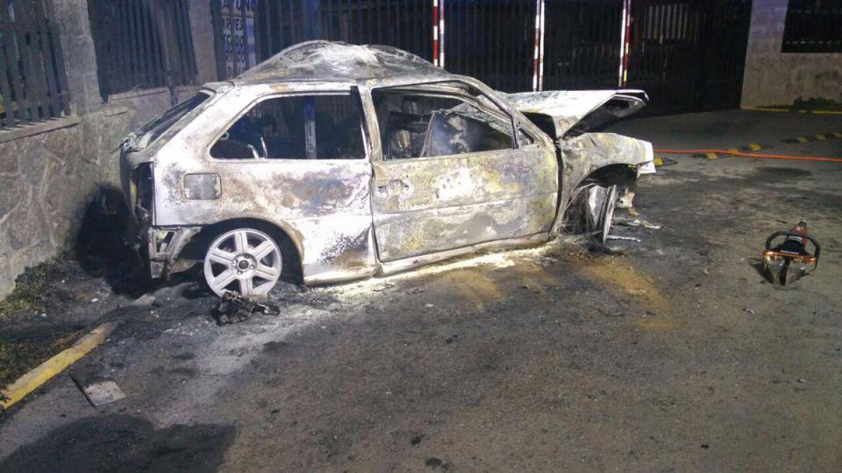Cuatro personas murieron calcinadas al chocar en vehículo en El Quisco