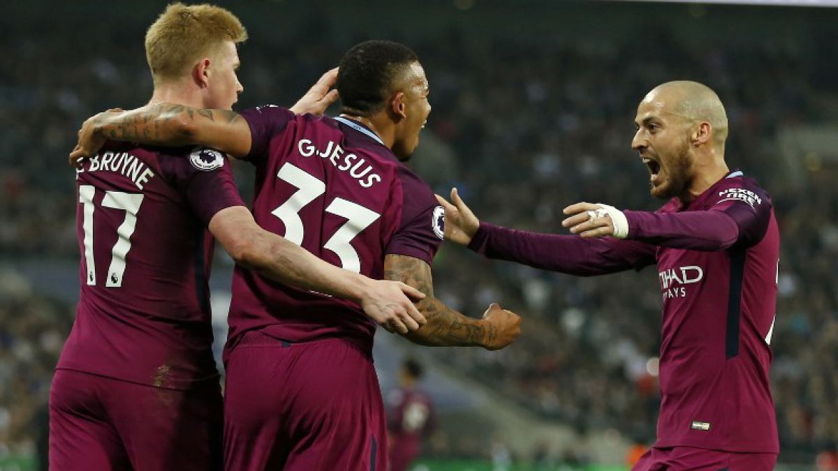 Manchester City gana al Tottenham y acaricia el título de liga