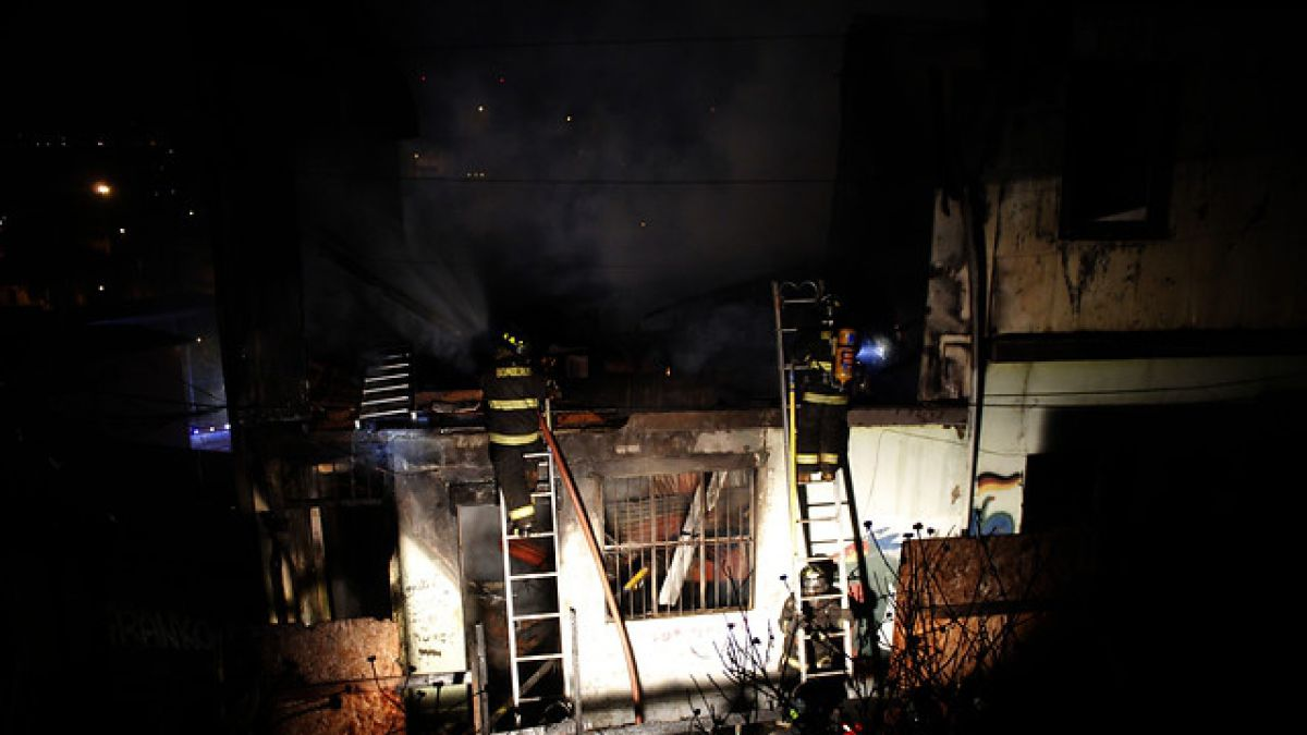 Dos niños murieron calcinados en incendio en Valparaíso