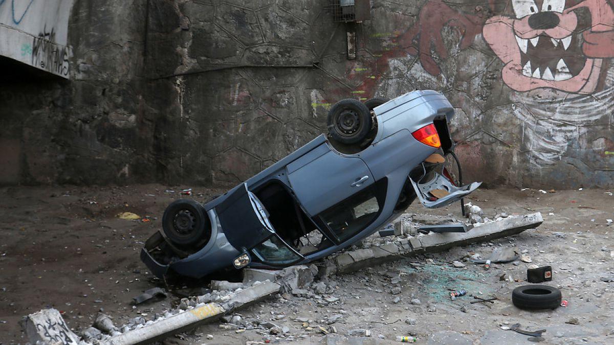 Vehículo cae al río Mapocho tras accidente en puente Cal y Canto