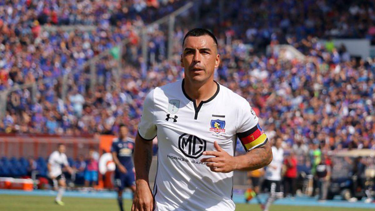 Esteban Paredes marcha como goleador del Campeonato Nacional tras doblete en Superclásico