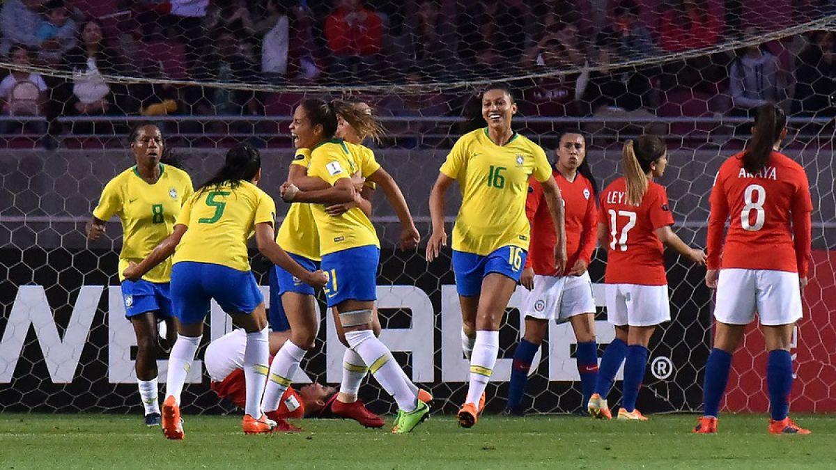 Chile no puede ante Brasil y cae en inicio del cuadrangular de Copa América femenina