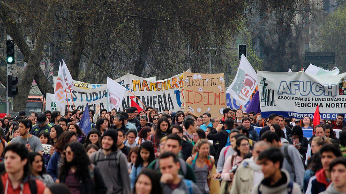 Estudiantes chilenos preparan primera gran marcha en Chile bajo gobierno de Piñera