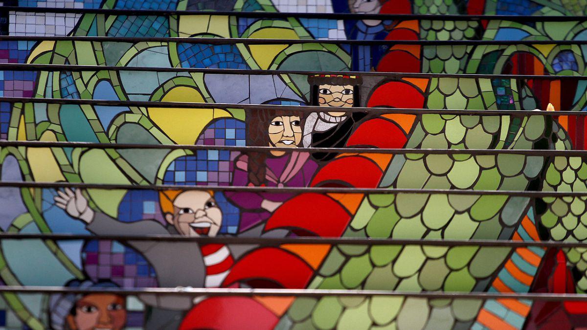 Gobierno inaugura la escalera de la niñez   Tele 13
