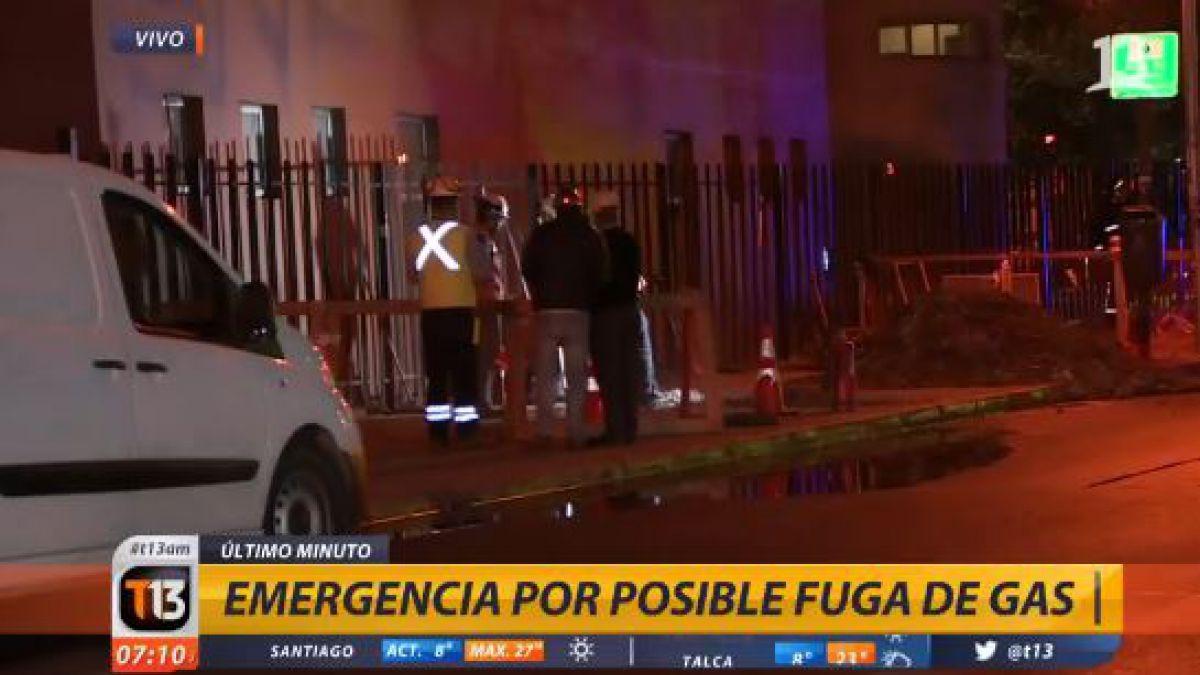 Emanación de gas moviliza a personal de emergencia en Santiago Centro