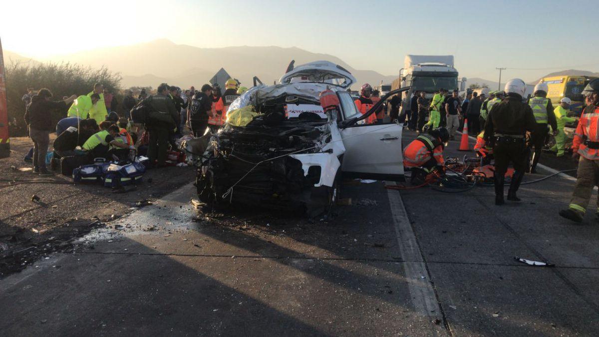 Accidente vehicular en Ruta 5 Norte deja un fallecido y dos niños heridos en estado grave
