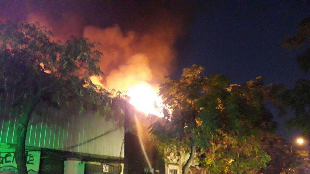 [VIDEO] Incendio en cité del centro de Santiago deja una persona fallecida