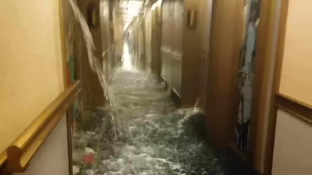Se inunda un crucero en el Caribe por ruptura de tubería