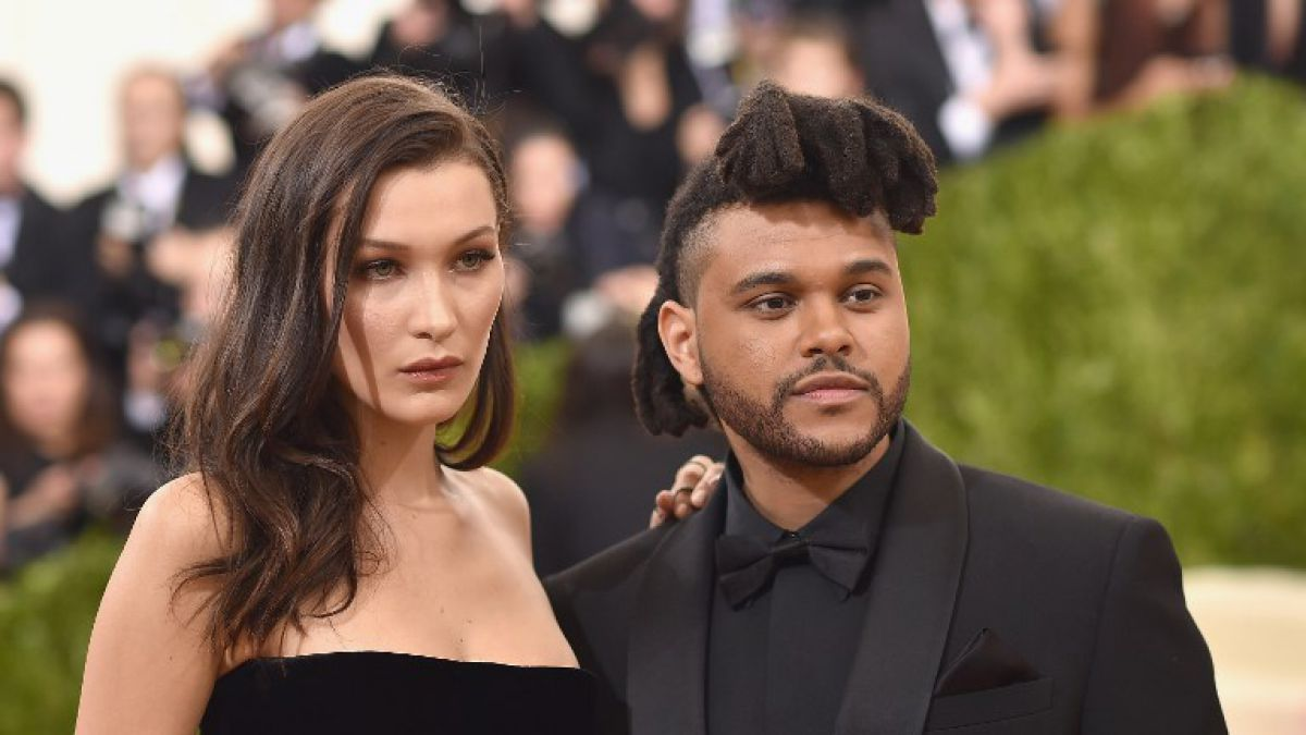 Bella Hadid y The Weeknd exhiben su amor con un beso