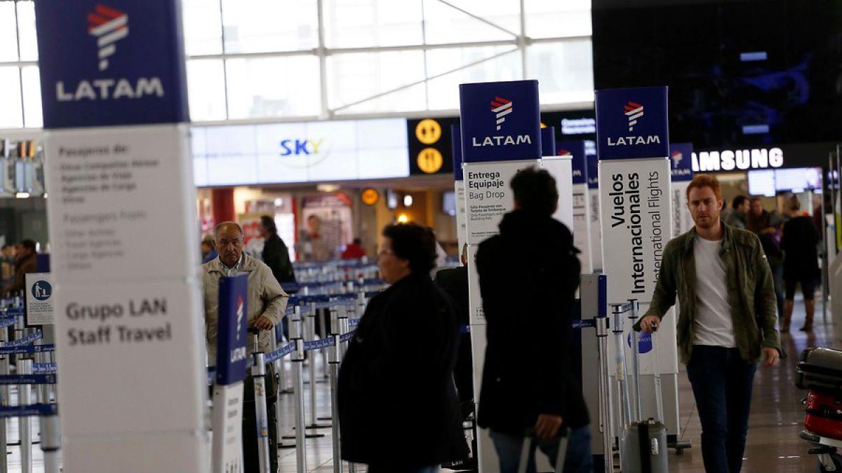 Cambio de hora: Latam pide a sus pasajeros verificar horario de vuelos programados