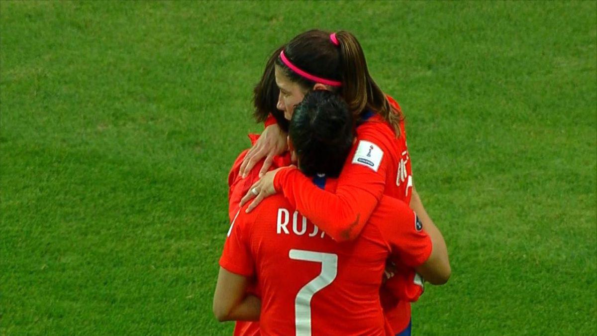 El interés femenino y otros datos que dejó la encuesta de Adimark sobre el fútbol