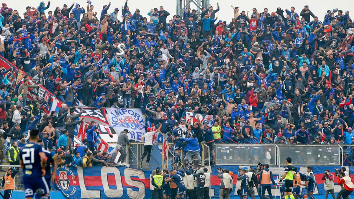 Mal llamados hinchas: Las condenables burlas que han impactado al fútbol