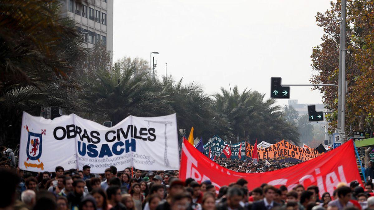 Estudiantes chilenos marchan en rechazo a la educación sexista y el acoso