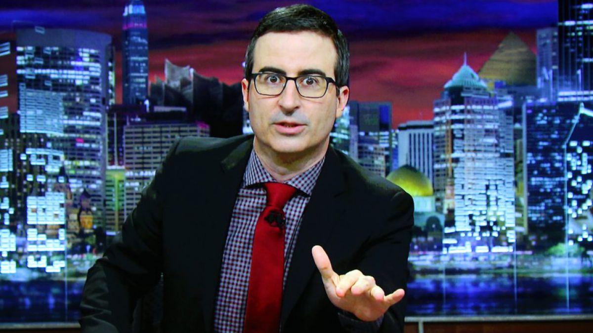 El polémico comentario del humorista John Oliver en HBO que provocó un reclamo oficial de Colombia