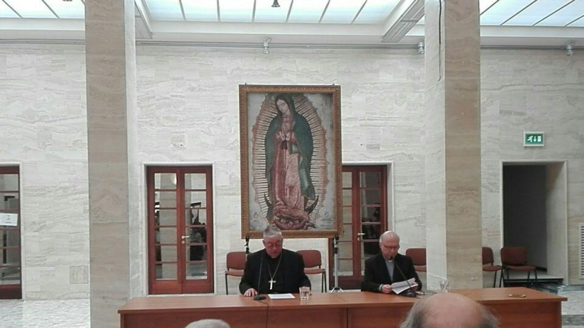 Obispos dejan carta de renuncia en manos de Papa Francisco