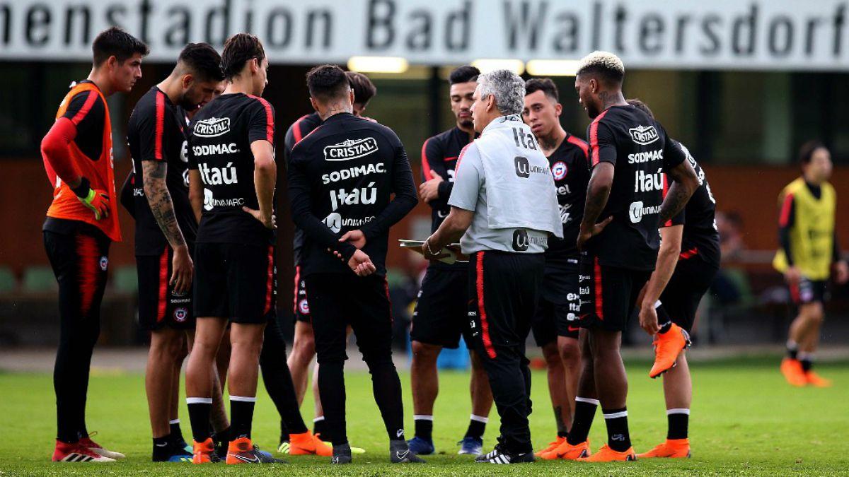 [FOTOS] La Roja tiene su primer entrenamiento en Austria y arriba capitán Medel