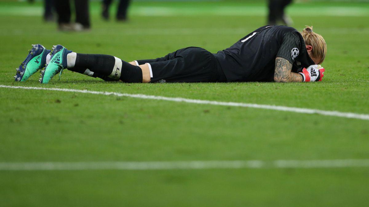[VIDEO] Hincha del Manchester United se burla de Loris Karius con irrespetuoso tatuaje