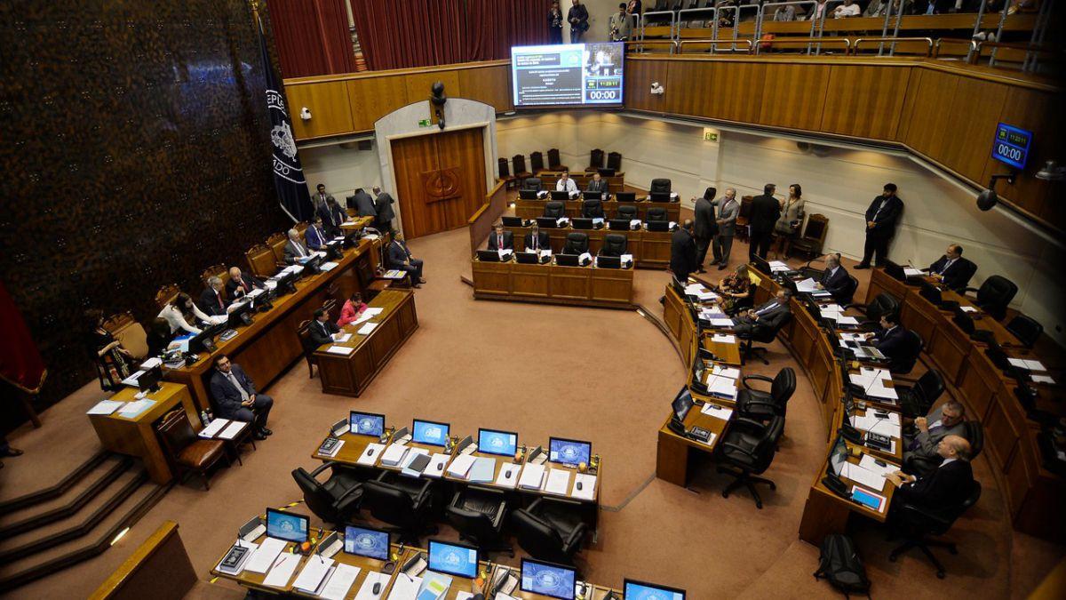 C�mara de Diputados acepta reajuste al salario m�nimo: llegar�a a $300 mil en 2019