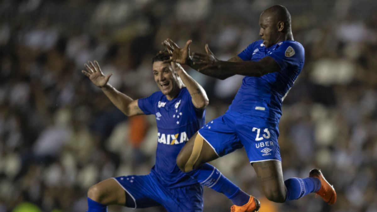[VIDEO] Delantero de Cruzeiro que humilló a la U cambia camisetas por combustible en Brasil