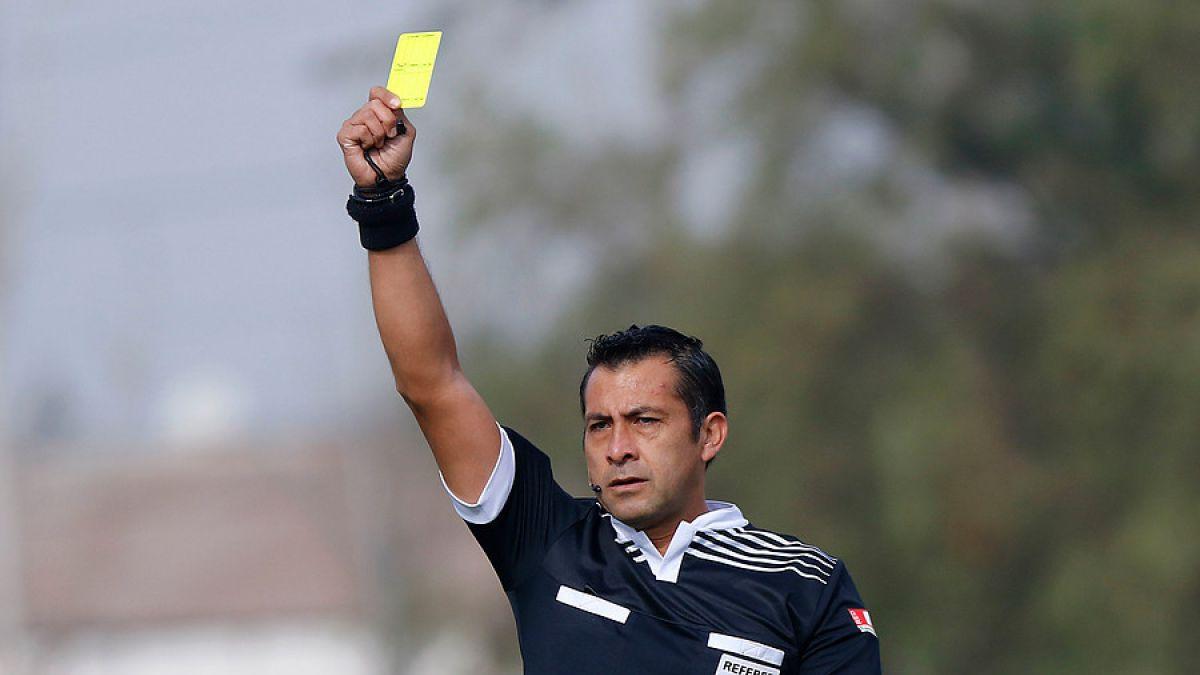 Al chileno le gusta usar sus tarjetas: Medio inglés analiza al mundialista Julio Bascuñán