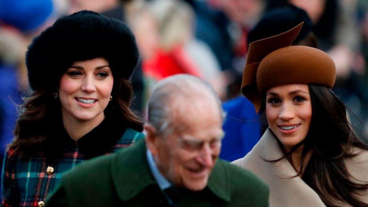 FOTOS  Meghan Markle y Kate Middleton deslumbraron en desfile en honor a la  reina 7e111dea137