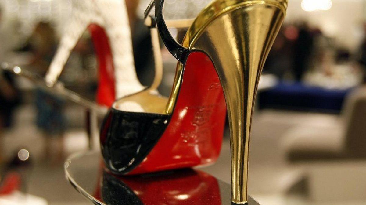 Louboutin: por qué el color rojo en la suela de los zapatos enfrentó a dos grandes empresas de lujo