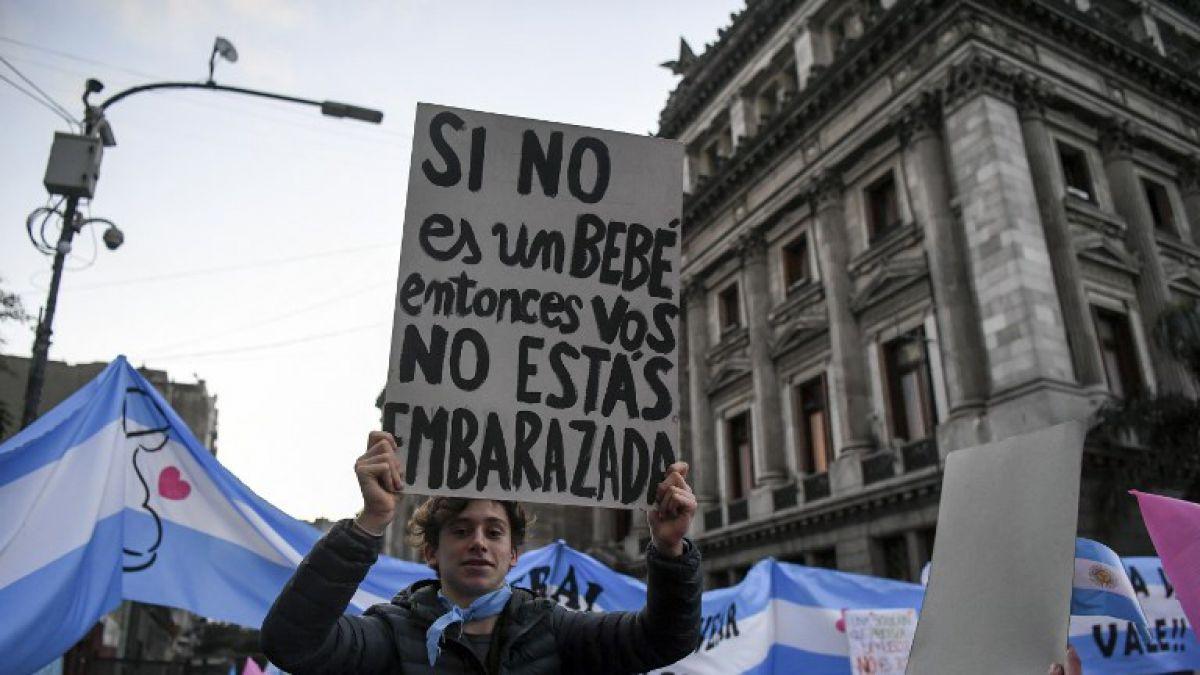[VIDEO] Diputados de Argentina votan legalización del aborto en medio de tenso debate