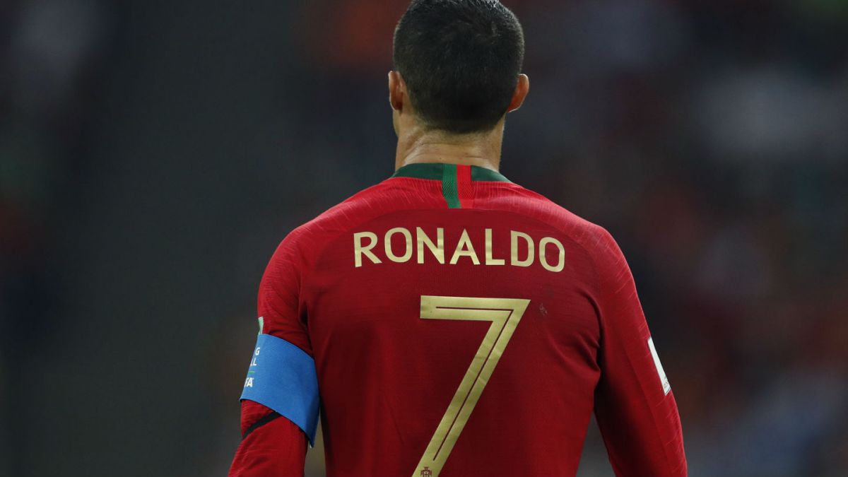 [FOTO] Comienzan a estampar camisetas de Juventus con el nombre de Cristiano Ronaldo