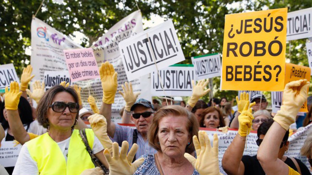 España: Se inicia el primer juicio por bebés robados | Tele 13
