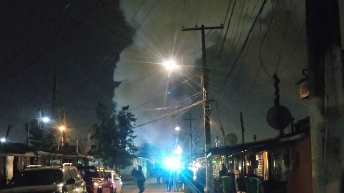 Incendio afecta al menos a cinco viviendas en población La Legua Emergencia