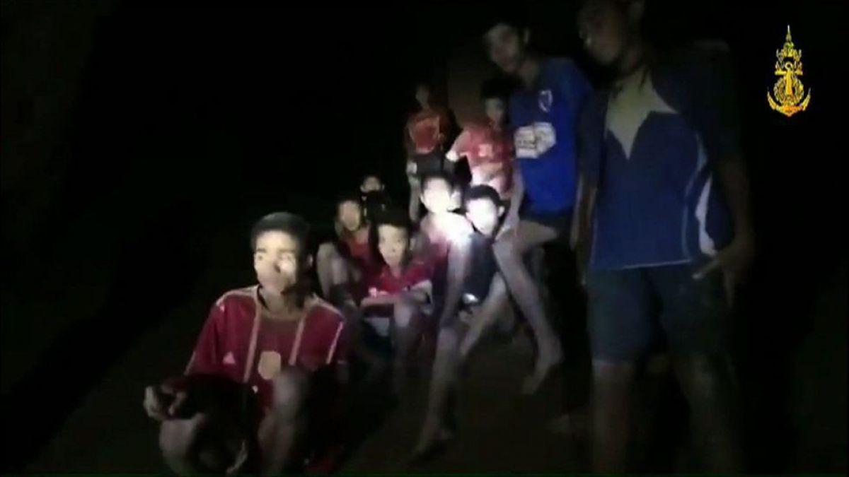 Resultado de imagen para Rescatados! Los 13 atrapados en una cueva de Tailandia