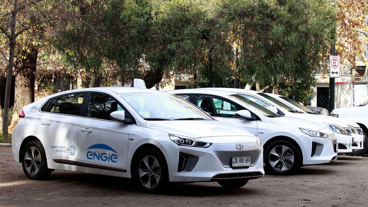 Electromovilidad: Gobierno adjudica primeros 60 taxis eléctricos en Santiago