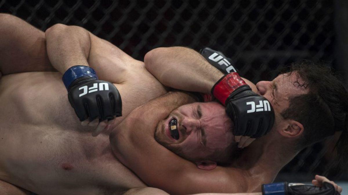 [VIDEO] Luchador de MMA finge paro cardíaco para vencer a su rival y se arrepiente