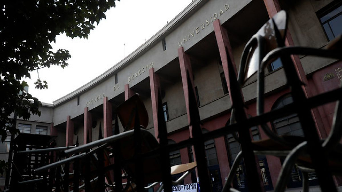 Sigue la toma en Derecho U. de Chile tras no zanjar acuerdos con autoridades