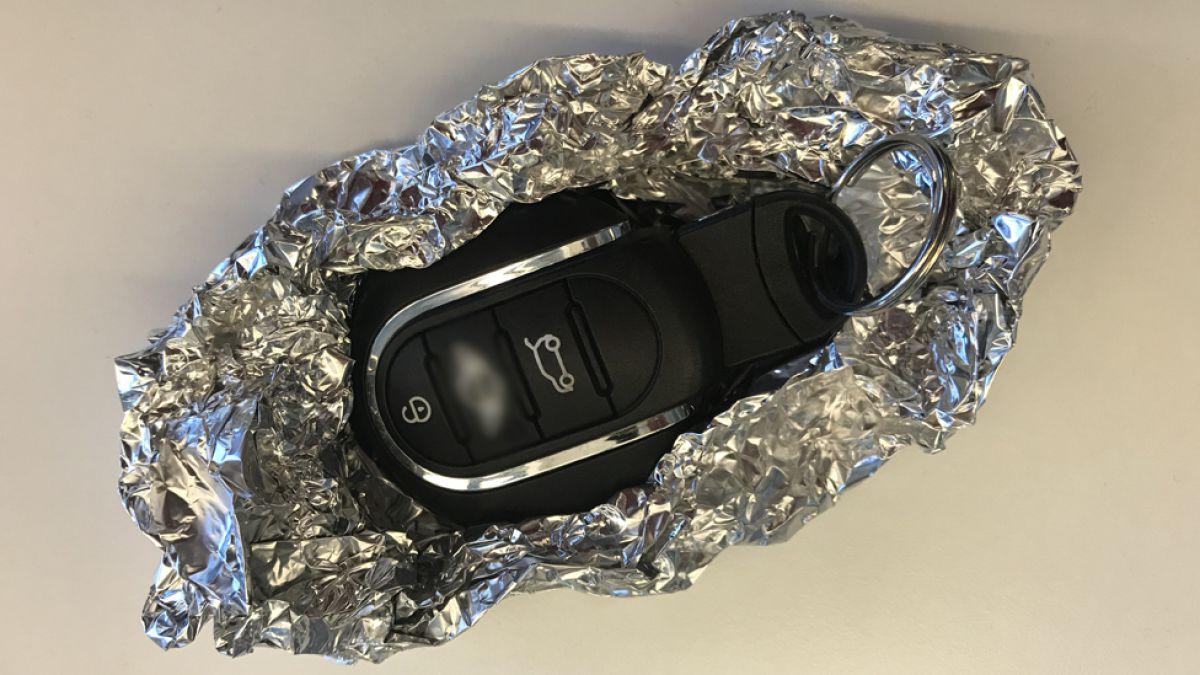 Sí, puedes evitar que roben tu coche con... ¿papel aluminio?