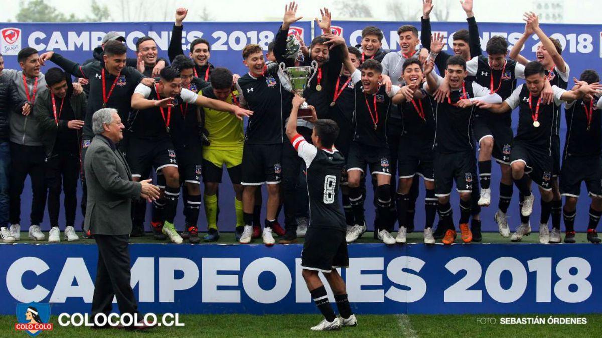 [VIDEO] El aplaudido pasillo de honor de la UC a Colo Colo tras final de torneo juvenil