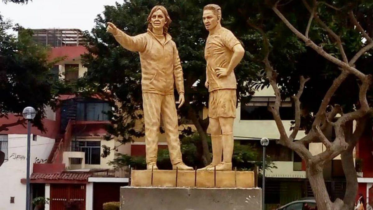 [FOTOS] Polémica en Perú por estatuas en honor a Ricardo Gareca y Paolo Guerrero