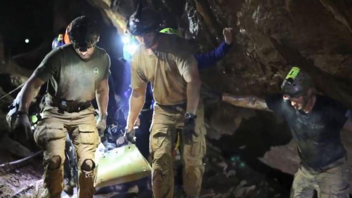[VIDEO] El imprevisto que puso en riesgo la vida del último buzo en salir de la cueva en Tailandia