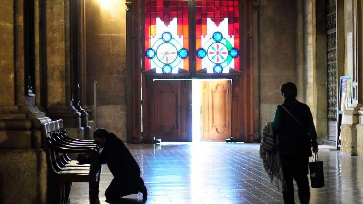 [VIDEO] Detienen a ex canciller del Arzobispado de Santiago por abusos sexuales
