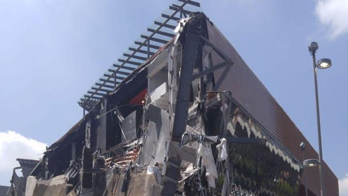 Se derrumba fachada de plaza comercial en Ciudad de México