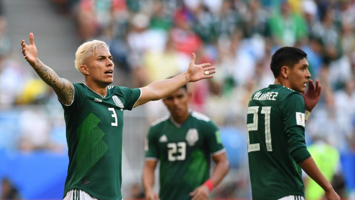 Mundialista mexicano reclama maleta perdida a aerolíneas que usan su imagen