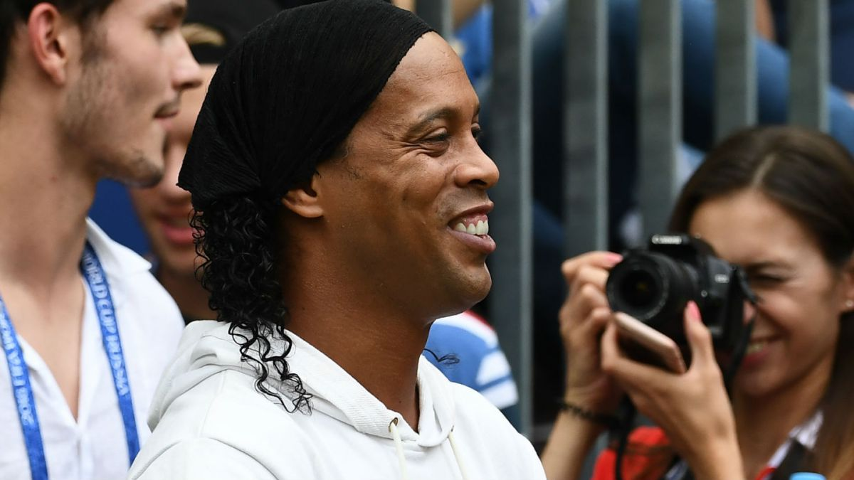 [FOTO] El colorido homenaje que recibió Ronaldinho