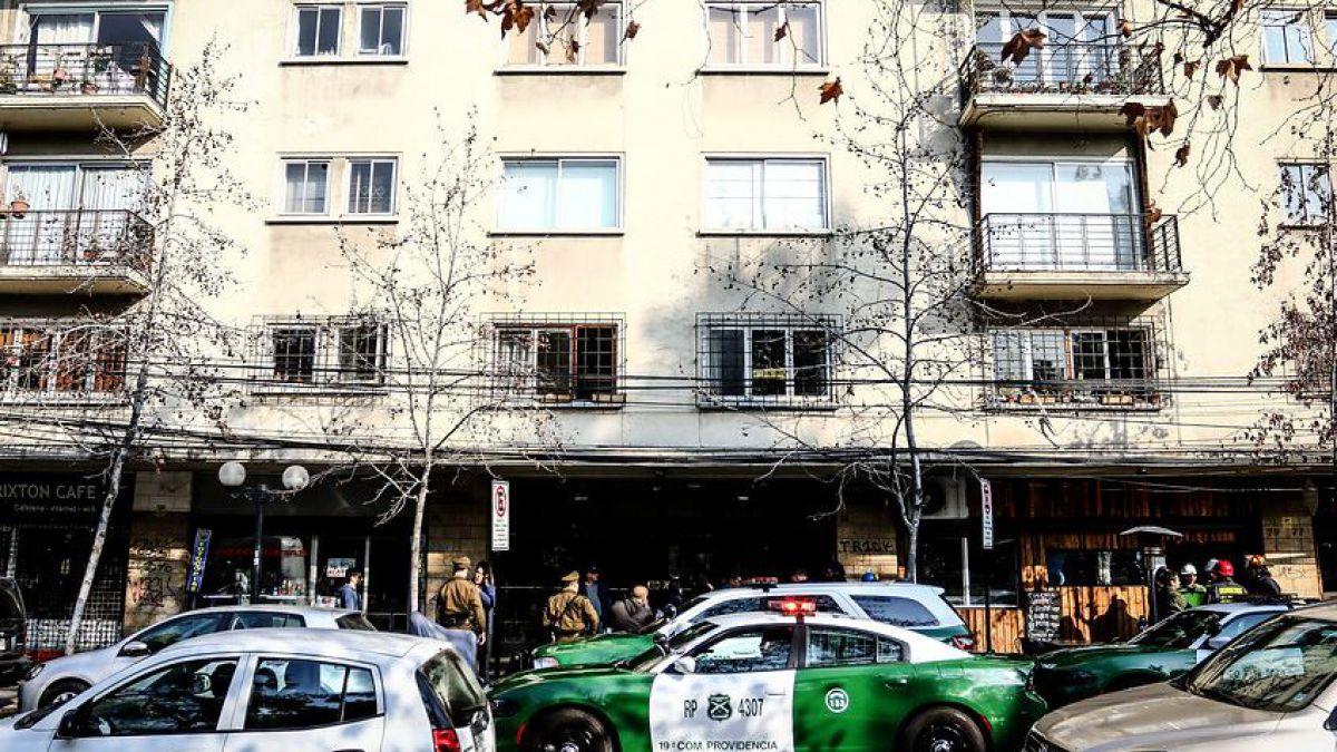Encuentran a dos mujeres muertas en departamento de Providencia: Investigan fuga de gas