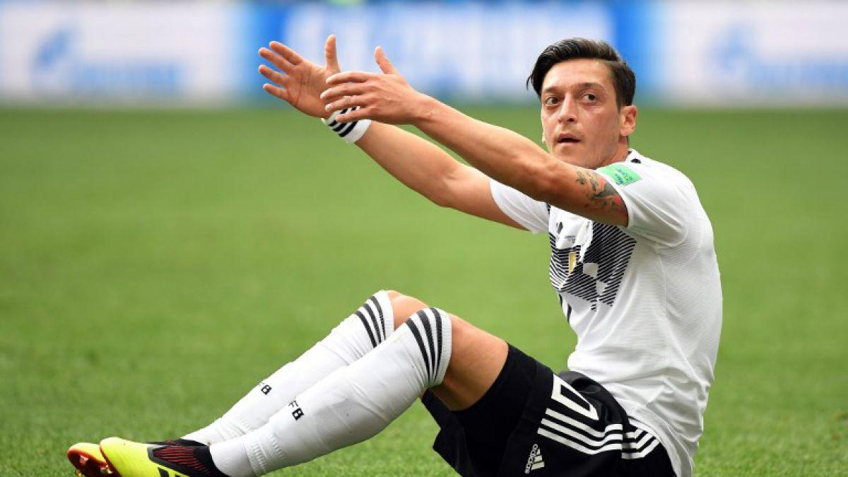 Özil deja la selección alemana envuelto en polémica