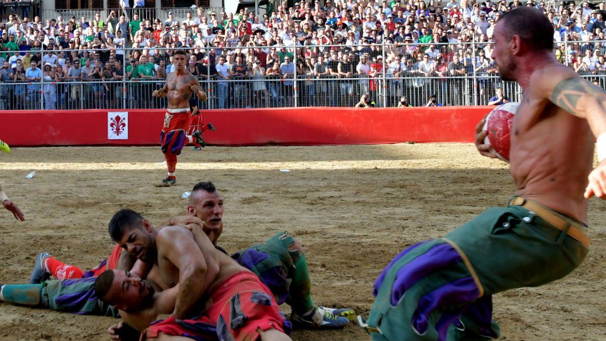 [VIDEO] Así es el Calcio Fiorentino, el deporte más duro del mundo