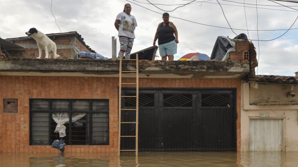 Más de 3.000 familias afectadas por inundaciones en este de Colombia