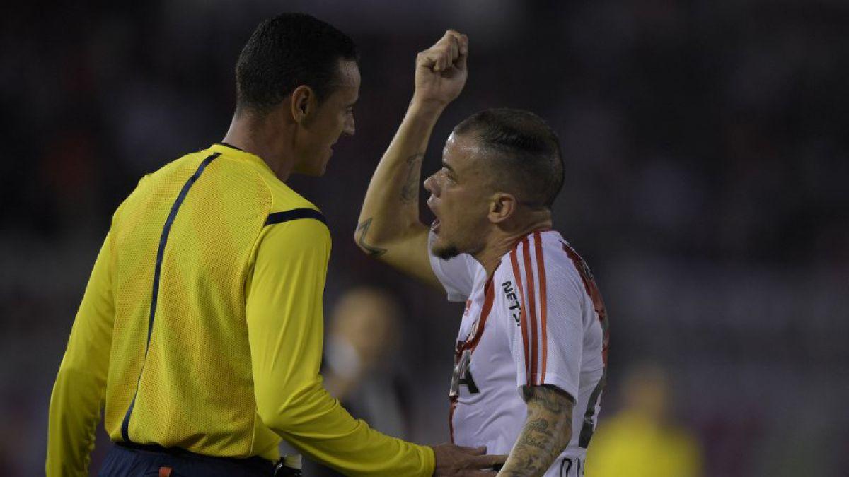 [VIDEO] La insólita expulsión a un jugador argentino por un cabezazo al árbitro