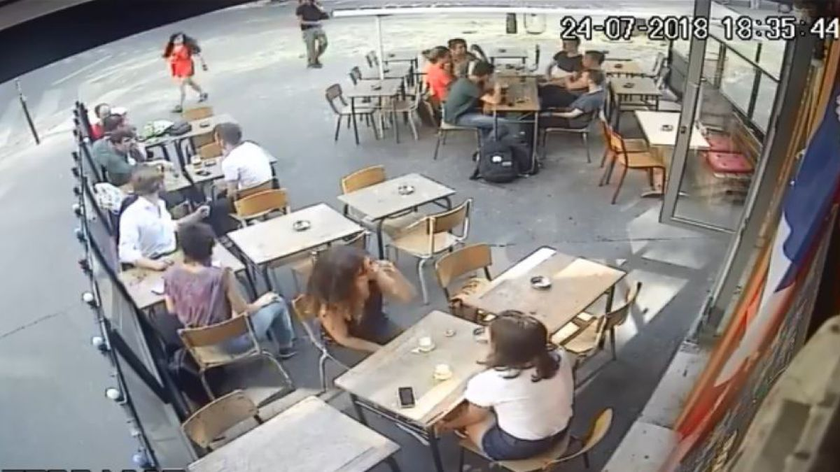 Hombre acosa y golpea a chica en plena calle de París