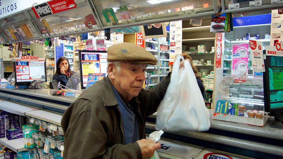 Cadenas de farmacias se adelantan a la ley y no entregarán más bolsas plásticas